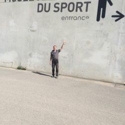 Laufbericht - Stefanie zeigt auf Text an der Wand
